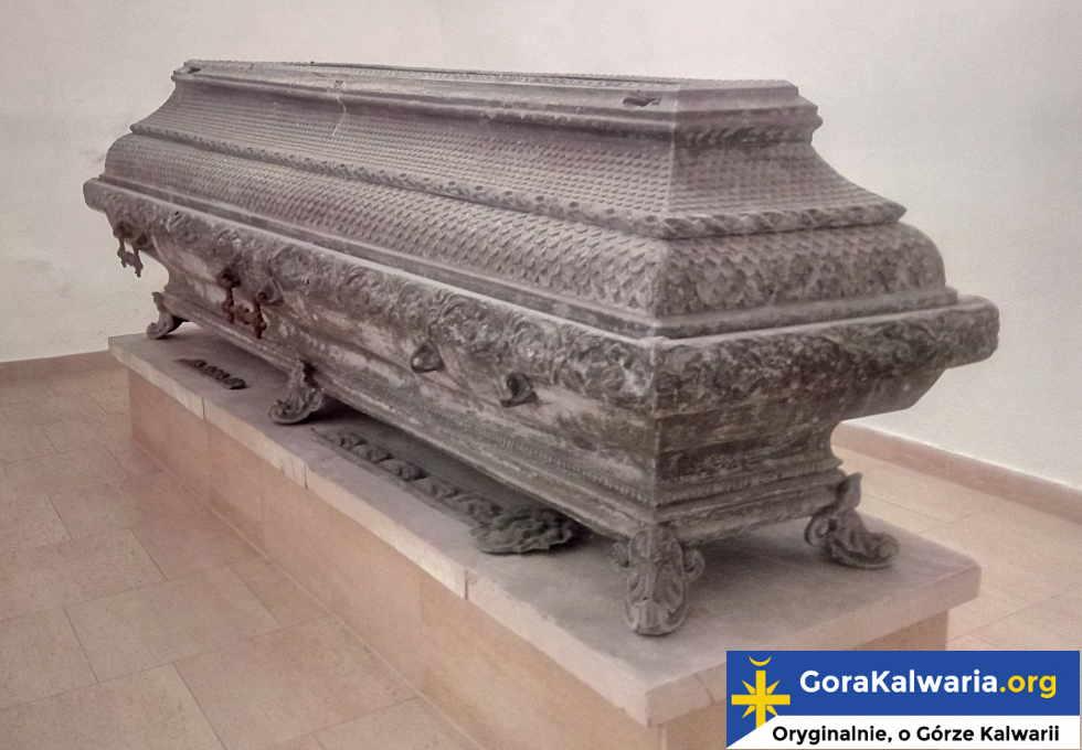 Sarkofag z doczesnymi szczątkami biskupa Stefana Wierzbowskiego