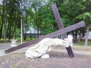 Upadek pod krzyżem - zachowana figura ze ścieżek kalwaryjskich w Nowej Jerozolimie