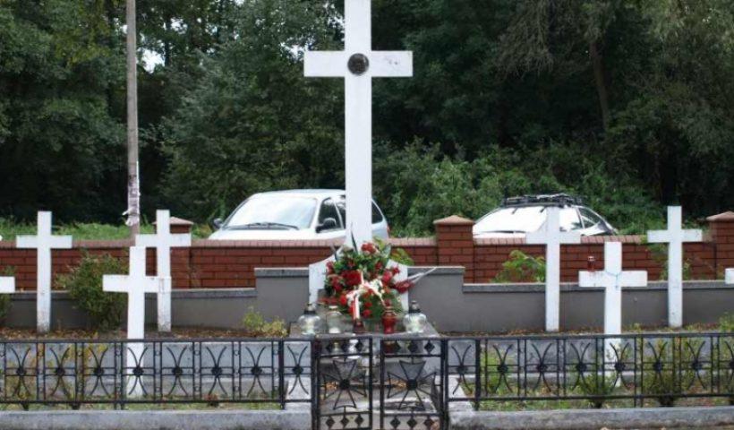 Kwatera żołnierzy poległych w trakcie ll wojny światowej na cmentarzu w Górze Kalwarii