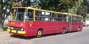 Ikarus - autobus linii 742 na przystanku w Górze Kalwarii