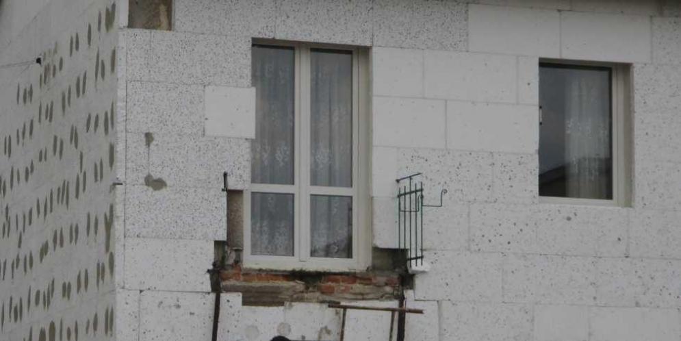 Zarwany balkon w Górze Kalwarii