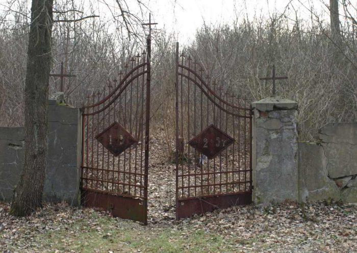 Brama cmentarza ewangelickiego w Górze Kalwarii