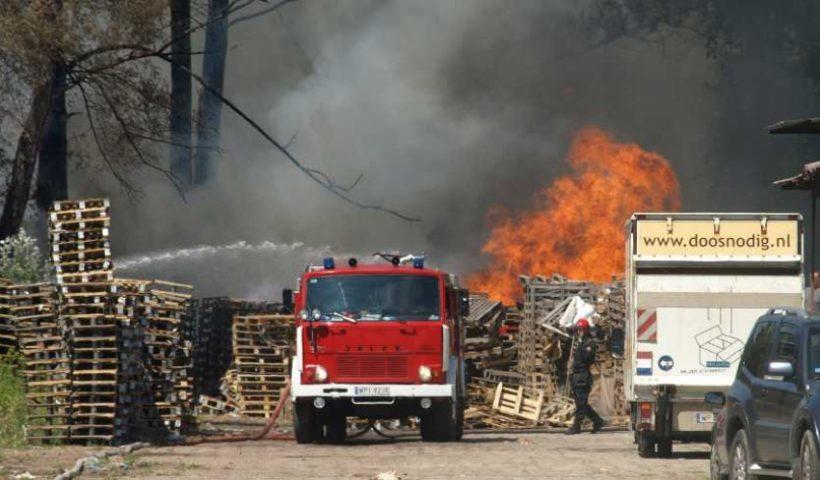 Pożar elektrośmieci w Górze Kalwarii