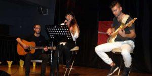 Paulina Romaniuk w trakcie występu na koncercie Szlachetnej Paczki w Górze Kalwarii