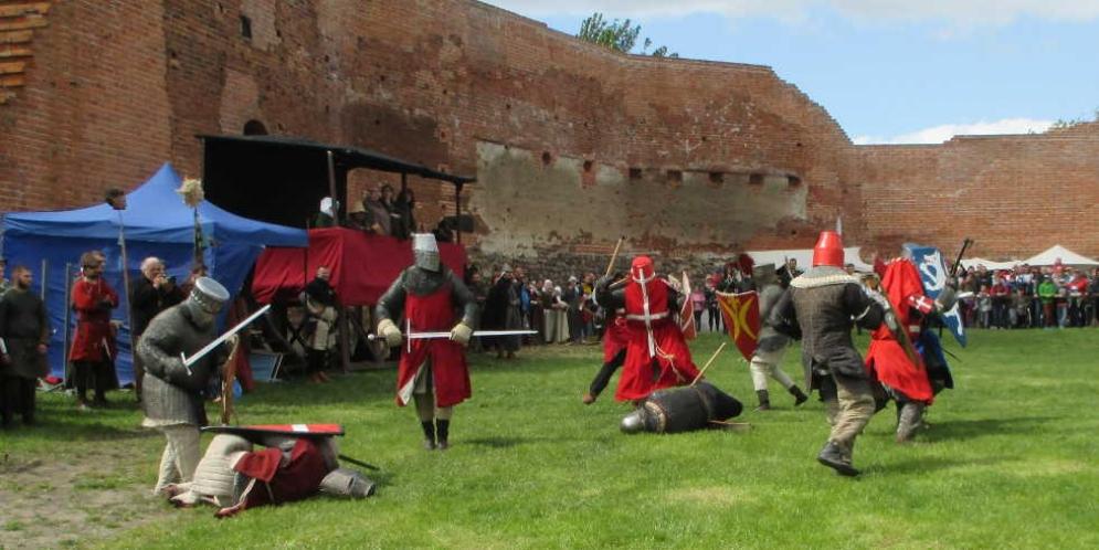 Turniej rycerski za czerskim zamku - walki piechoty